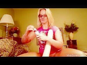 Swaying Duo Tempts Bashful Nubile
